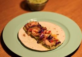 Tacos aux crevettes et sauce salsa